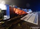VU B22 LKW Fahrer eingeklemmt
